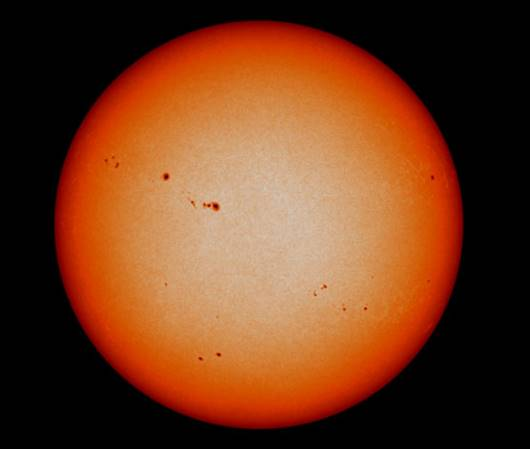 Fig. 6.Pete solare. Acestea apar și dispar și se pot vedea rotindu-se împreună cu soarele.
