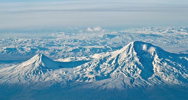 Muntele modern Ararat este format din doi stratovulcani, Araratul Mic și Ararat Mare. Ambii s-au format prin erupții vulcanice după ce Arca s-a oprit.